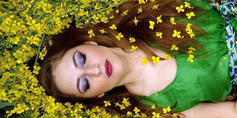 žena květiny